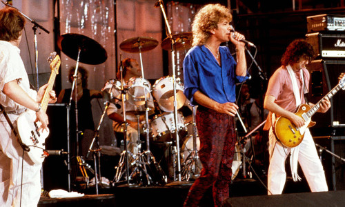 UNITED STATES - JULY 13:  Photo of LIVE AID and LED ZEPPELIN and Robert PLANT and Jimmy PAGE; L-R: John Paul Jones, Phil Collins (drums), Robert Plant, Jimmy Page performing live onstage at Live Aid in Philadelphia  (Photo by Ebet Roberts/Redferns)